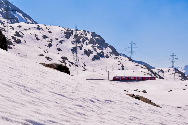 Az RhB ABe 8/12 3513 pályaszámú Allegra Ospizio Bernina és Alp Grüm között fotó