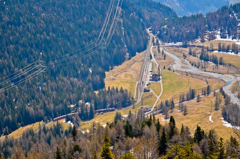 Az ABe 4/4 III  54 és 52 a Bernina-Express panorámavonattal Cavaglia állomáson fotó