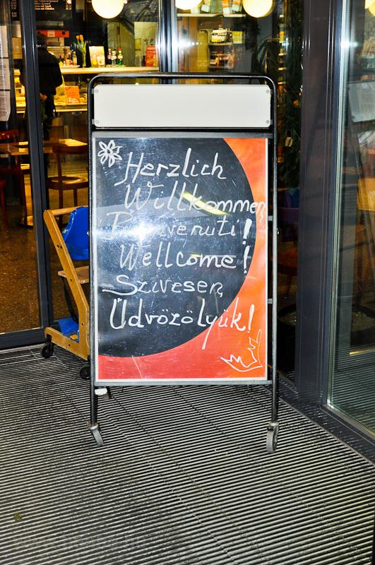 Nem egyszerű a magyar nyelv, de azért megpróbálnak köszönteni minket St. Moritzban! fotó