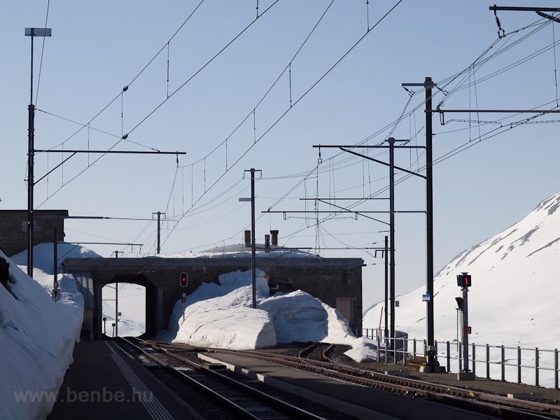 Ospizio Bernina állomás (Bernina Hospitz néven futott, mielőtt a német nevek helyett bevezették volna a helyi nyelvű elnevezéseket) fotó