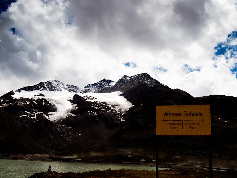 A vízválasztó a Bernina-hág fotó