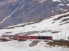 Az ABe 4/4<sup>III</sup> 54 és 52 a Bernina-Express panorámavonattal Ospizio Berninánál