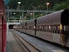 Vereina-bázisalagutas autószállító vonat Sagliains állomáson az Engadinban