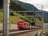 Az RhB ABt 1702 pályaszámú kis vezérlőkocsi autószállító vonattal a Vereina-bázisalagút közelében Sagliainsban