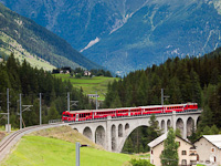 An Engadin push-pull train on the Inn-Viadukt at Cinous-chel-Brail