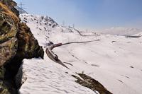 Az RhB ABe 4/4 III  53 és 56 a Bernina-Express panorámavonattal Alp Grüm és Ospizio Bernina között