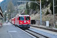 A Ge 4/4 II  633 a szokásos reggeli GmP-vel jár be Bergün/Bravuogn állomásra