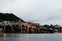 Sankt Moritz éjszakai látképe - előtérben a Lai da San Murezzan