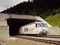 Az RhB Ge 4/4 III  643 autószállító vonattal a Vereina-bázisalagút közelében Sagliainsban