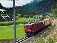 Az RhB Ge 6/6<sup>II</sup> 704-es egy Zernez - Landquart tehervonattal Susch és Sagliains között