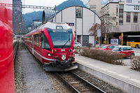 A Rhätische Bahn ABe 4/16 3101 <q>Stammnetz-Triebzug</q> Thusis állomáson