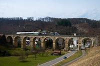 A THURBO RABe 526 735-6 Buckten és Rümlingen között a Rümlinger-viadukton