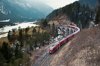 A Rhätische Bahn ABe 8/12 3515 Alvaneu és Filisur között a Schmittentobel-viadukton