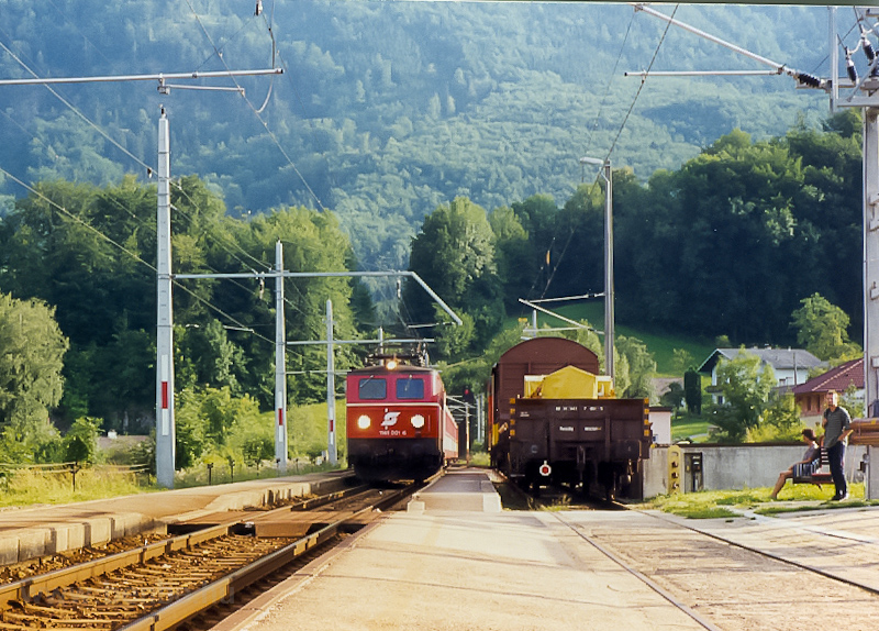 The ÖBB 1141 001-6 seen at  photo