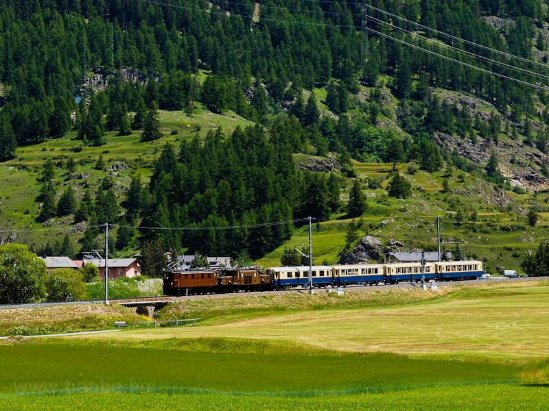 A Rhätische Bahn (RhB) Ge 4/6 353 és a Ge 6/6 I  415 Carolina és Zernez között fotó