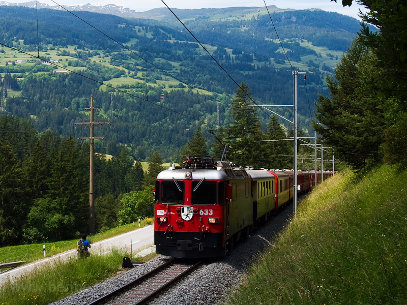 A Rhätische Bahn Ge 4/4 II  633 Tiefencastel és Surava között fotó