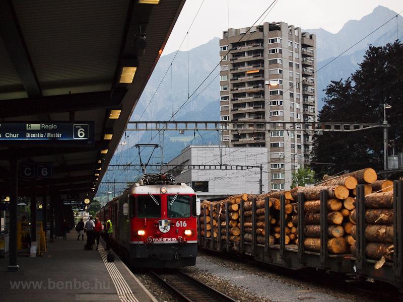 A Rhätische Bahn (RhB) Ge 4/4 II  616 Landquart állomáson fotó