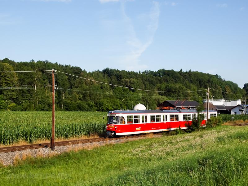 The Stern&Hafferl ET22 236 (driving trailer of ET22 136) seen between Feldham and Vorchdorf Schule photo