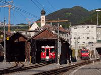 A Matterhorn-Gotthardbahn HGe 4/4 I  36, egy Deh 4/4 I  és egy HGe 4/4 II  Disentis/Mustér állomáson