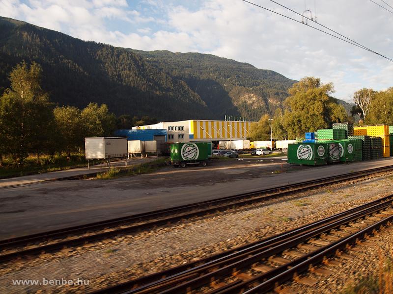 Heinekenes l�d�k egy italos logisztikai k�zpont iparv�g�nya mellett Felsbergben fot�