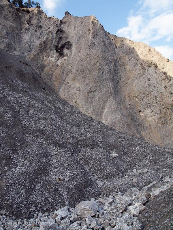 A nagy flimsi földcsuszamlás során összeállt kőzet a Rajna-szurdokban Versamnál fotó