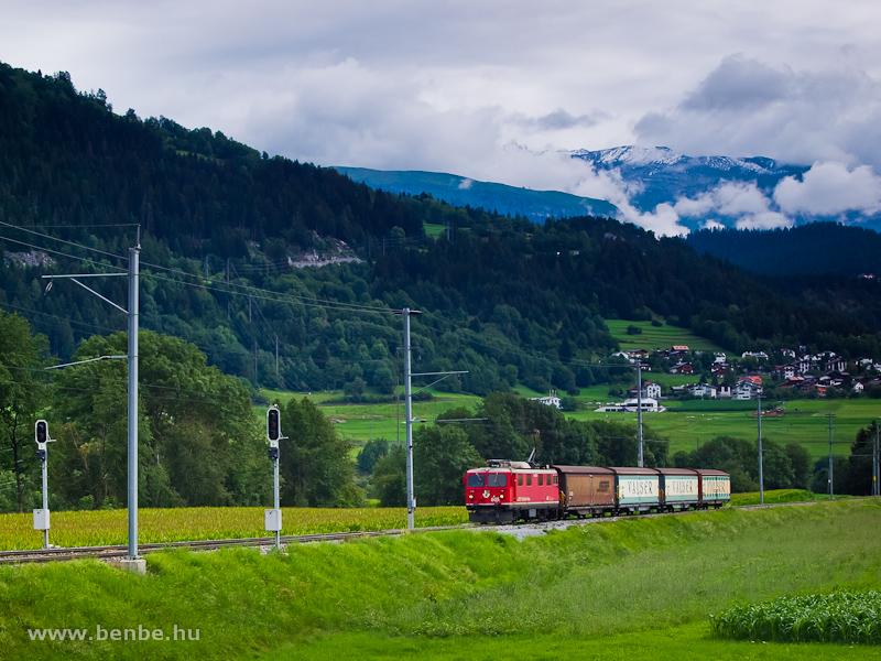 Az RhB Ge 4/4 I  605 egy Valserzug tehervonattal Castrisch állomáson fotó
