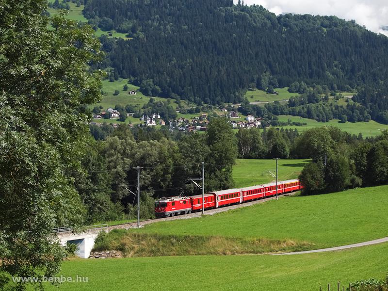 Az RhB Ge 4/4 II  627  Reichenau-Tamins  egy REX-vonattal Castrisch �s Ilanz k�z�tt fot�