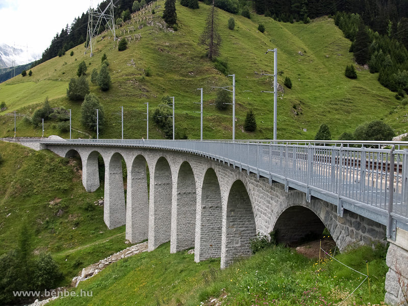 Az MGB Bugnei-viaduktja az Oberalpstreck�n fot�
