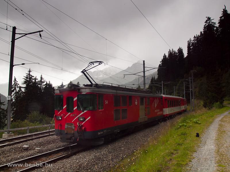 MGB ingavonat Tscheppánál az Oberalppass előtti vonalszakaszon - a szerelvényt a Deh 4/4 I  54-as tolja fotó