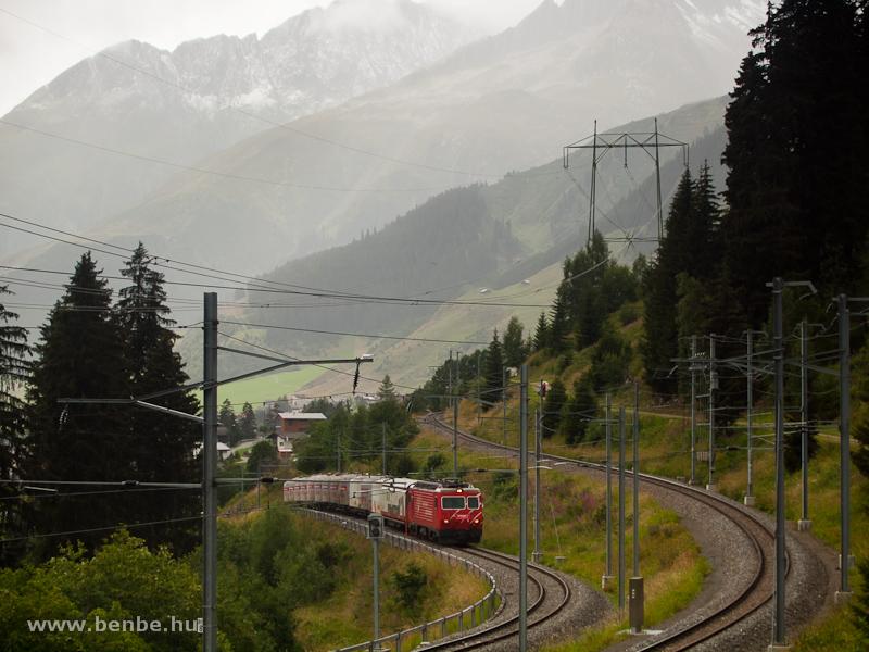 Az MGB HGe 4/4 II  104-es tehervonatával a Gotthard-bázisalagút Las Rueras telephelyéről jár ki a fővonalra fotó