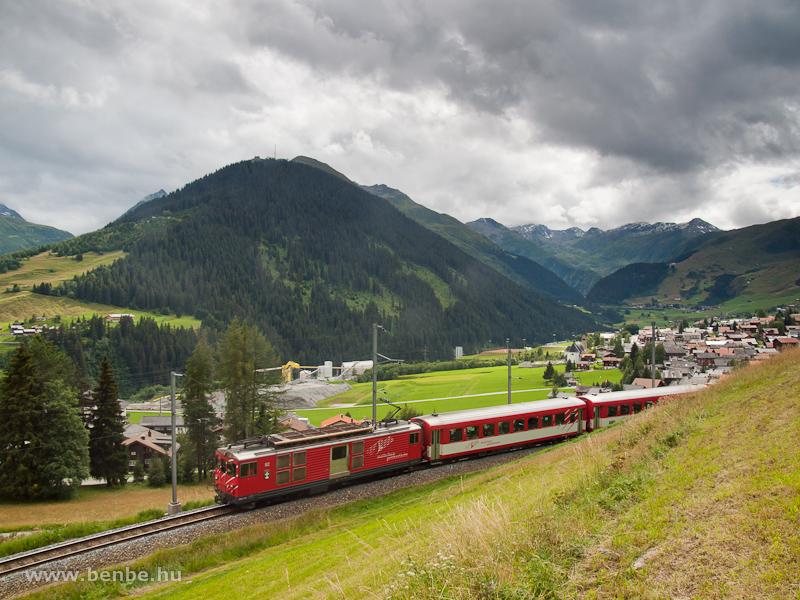 Az MGB Deh 4/4 II  92 Sedrun és Bugnei között - a háttérben a Gotthard Bázisalagút építkezése fotó