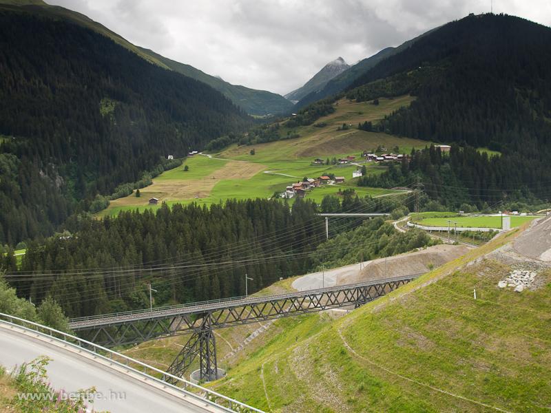A Gotthard-bázisalagút építkezésének nagyviaduktja fotó