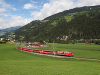 Az RhB Ge 6/6<sup>II</sup> 707 <q>Scuol</q> egy Disentis/Mustr - Scuol-Tarasp RegioExpress vonattal Ilanz s Castrisch kztt