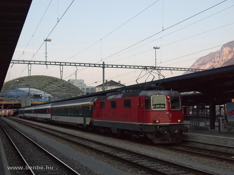 Az SBB Re 420 11113 egy zürichi InterRegio vonattal Chur állomáson fotó