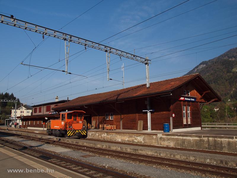 Tm 2/2 119 a darabáru-raktár előtt Reichenau-Taminsban fotó