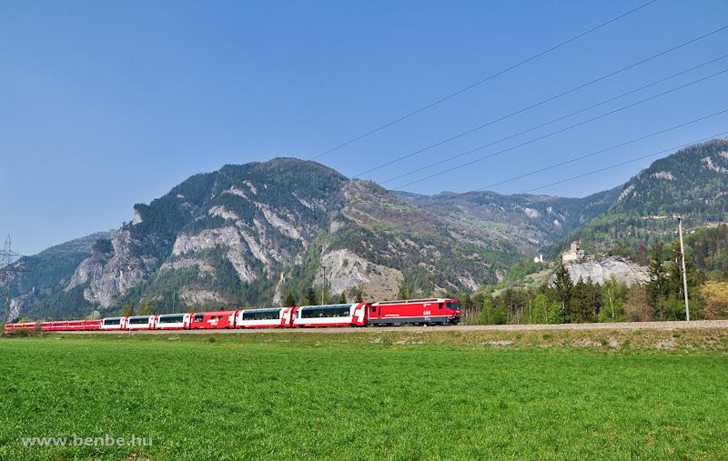 Az RhB Ge 4/4 III  644  Savognin  Rothenbrunnen és Rodels-Realta között a Glacier-expresszel fotó
