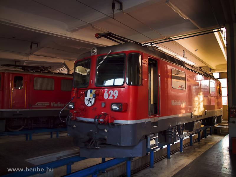 Az RhB Ge 4/4 II  629  Tiefencastel  a landquarti fűtőházban fotó