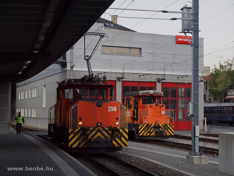Az RhB Ge 3/3 214-es és a Gm 3/3 233-as tolatómozdonyok az új churi fűtőháznál fotó