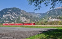 The RhB S-Bahn trainset Be 4/4 512 with driving trailer 1712 on the lead between Rothenbrunnen and Rodels-Realta by Schloss Ortenstein