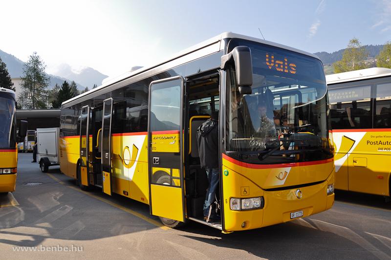 A Valsba közlekedő, 431-es járatú autóbusz Ilanz vasút- és buszállomásán fotó