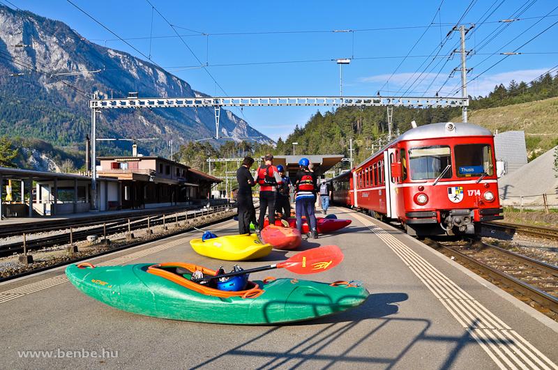 Az RhB Be 4/4 514 motorvonat 1714 pályaszámú vezérlőkocsija Reichenau-Tamins állomáson fotó