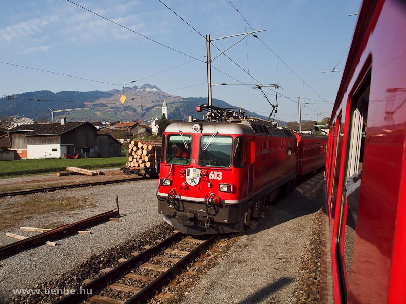 Az RhB Ge 4/4 II  613-as Castrisch állomáson a Surselvalinién fotó