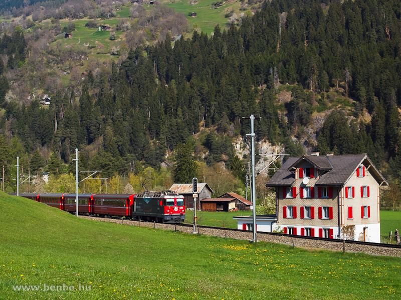 Az RhB Ge 4/4 II  619-es  Bernina 100  mozdonya Ilanz bejárati jelzőjénél (Castrisch felől) fotó