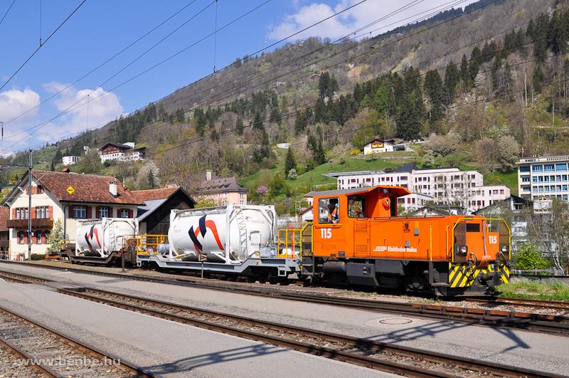 Az RhB Tm 2/2 115-ös Ilanz állomáson rendeszkedik fotó
