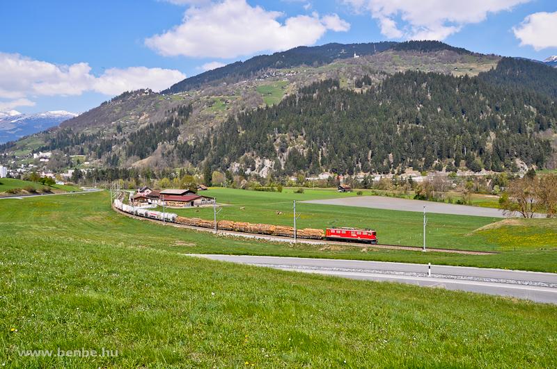 Az RhB  Ge 6/6 II  705-ös nehéz tehervonati és gyorsvonati szolgálatra beszerzett villanymozdony Ilanz és Castrisch között fotó