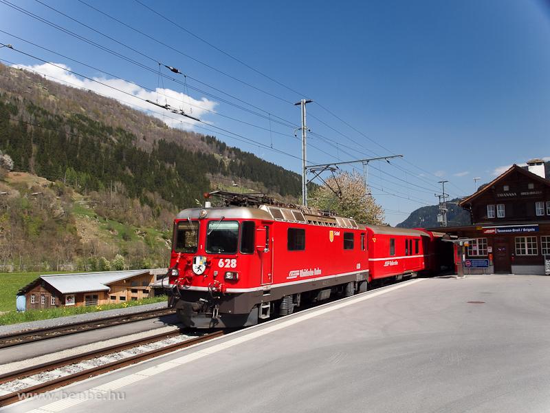 A Ge 4/4 II  628 Tavanasa-Breil/Brigels állomáson fotó