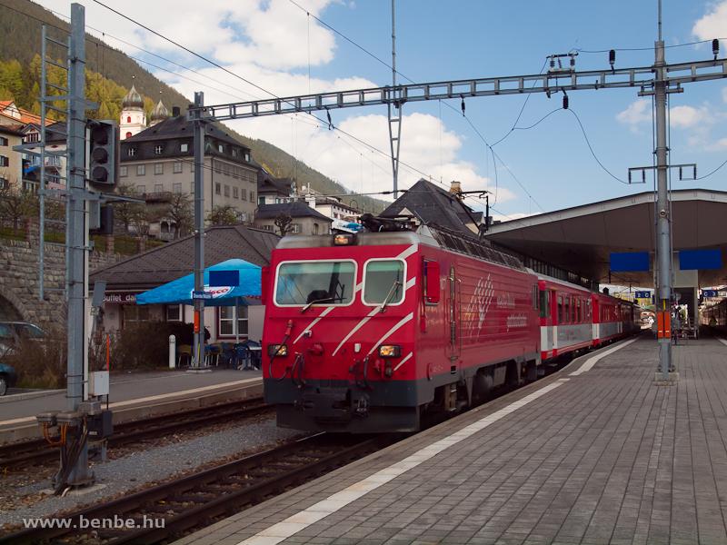 A Matterhorn-Gotthardbahn HGe 4/4 II  107  Grimsel  egy Disentis/Mustér-Andermatt személyvonattal Disentisben fotó