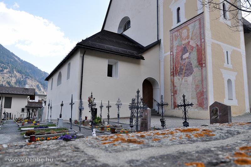 Temető és templom Disentisben fotó