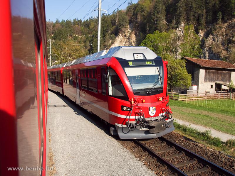 Az RhB ABe 8/12 3505 pályaszámú  Allegra  motorvonata Trin állomáson fotó