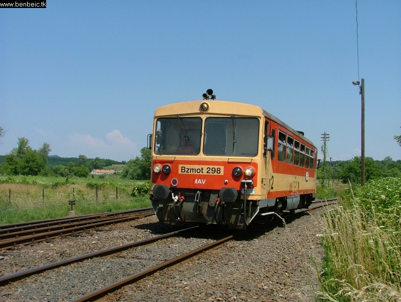 The Bzmot 298 arriving to Diósjenõ photo